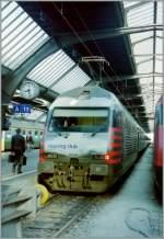 re-460-re-4-4-vi/153085/die-tcs-re-460-022-7-in Die 'TCS' Re 460 022-7 in Zürich HB im März 1998.