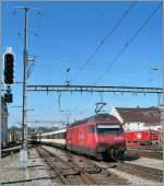 re-460-re-4-4-vi/96679/re-460-111-8-mit-ir-nach Re 460 111-8 mit IR nach Genève Aéroport verlässt Lausanne.  29. Sept. 2010