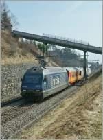 re-465-re-4-4-vi-lok-2000/183186/ueberraschend-und-bei-kraeftigem-gegenlicht-begegnet Überraschend und bei kräftigem Gegenlicht begegnet mir am 3. 10. 2011 die BLS Re 465 009-8 mit einem Messzug bei Bossière.