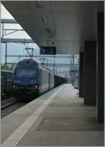 re-465-re-4-4-vi-lok-2000/285279/und-als-nachschuss-mit-einer-prise ...und als 'Nachschuss' mit einer Prise Gegenlicht, welcher zeigt, dass der Güterzug von zwei weiteren BLS Re 465 nachgeschoben wurde und dies obwohl der Zug durch den steigungsarmen Basistunnel fuhr.  7.6.13