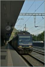 re-465-re-4-4-vi-lok-2000/285280/was-sich-beim-etr-610-bewaerhte Was sich beim ETR 610 bewärhte, sollte sich überraschenderweise auch bei diesem Güterzug bewähren: Zwei BLS Re 465 fahren mit einem Güterzug durch Visp. 7. Juni 2013