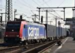 re-482-traxx-f140-ac1-ac2/164435/482-039-mit-containerzug-verlaesst-grad 482 039 mit Containerzug verlässt grad Fulda über Gleis 1 am 23.10.11