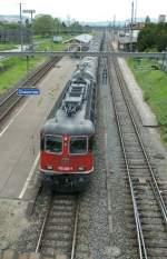 re-620-re-6-6/75326/die-re-620-060-4-aus-einer Die Re 620 060-4 aus einer etwas anderen Sicht in Chavornay am 26. Mai 2010.