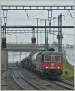 re-620-re-6-6/82112/re-620-061-2-mit-einem-gueterzug Re 620 061-2 mit einem Güterzug in Auvernier am 7. Dezember 2009.