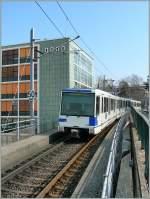 metro-lausanne/124755/nicht-immer-faehrt-die-mtro-unterirdisch Nicht immer fährt die Métro unterirdisch, bei der M1, der TSOL ist der Tunnelanteil sogar in der starken Minderheit. Hier ein Bild der M1 bei Vigie am 3. März 2011.