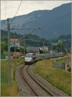 Lyria/83378/tgv-lyria-9284-bern---paris TGV Lyria 9284 Bern - Paris bei Noiraigue am 22. Juli 2010.