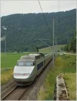Lyria/85963/tgv-lyria-nach-paris-kurz-nach TGV Lyria nach Paris kurz nach Noiraigue auf der Fahrt Richtung Traves.  22. Juli 2010
