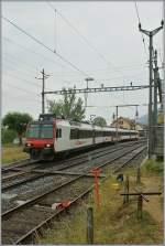560-npz-und-domino/85965/ein-domino-nach-le-locle-verlaesst Ein Domino nach Le Locle verlässt den Spitzkehr Bahnhof Chambrelien am 22. Juli 2010.