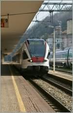 flirt-alle-br/130246/ein-tilo-flirt-als-s-10 Ein TILO Flirt als S 10 nach Castione Arbedo erreicht das italienische Como.  23.03.2011