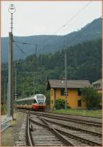 flirt-alle-br/85964/ein-rvttrn-flirt-erreicht-als-regionalzug Ein RVT/TRN Flirt erreicht als Regionalzug nach Buttes den Bahnhof Noiraigue.  22. Juli 2010