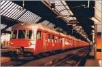 rabde-510/167719/goldkuestenexpress-rabde-1212-in-zuerich-hbgescanntes 'Goldküstenexpress' RABDe 12/12 in Zürich HB. Gescanntes Foto vom 1. Sept. 1984