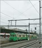 BAM/283739/ein-bam-regionalzug-in-morges-kurz Ein BAM Regionalzug in Morges kurz vor der Abfahrt nach Bière. 31. Mai 2013