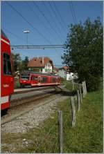 CJ/104777/auf-gleis-eins-in-le-noiremont Auf Gleis eins in Le Noiremont trifft der Regionalzug nach La Chaux-de-Fonds ein.  8. Nov. 2010