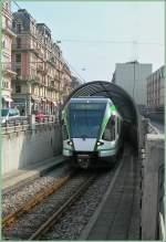LEB/125036/der-leb-rbe-48-verlaesst-den Der LEB RBe 4/8 verlässt den Tunnel vom unterirdischen Bahnhof Chauderon kommend und wird anschließend im Strassenbereich von Lausanne durch die Stadt fahren.  1. März 2011