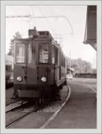 NStCM/147797/bei-dem-schmalen-nstcm-triebwagen-passt Bei dem schmalen NStCM Triebwagen passt Hochformat perfekt... St-Cergue im Sommer 1985/Gescanntes Negativ