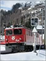 RhB/174815/die-rhb-ge-66-704-mit Die RhB Ge 6/6 704 mit einem Albula-Schnellzug (Chur - St.Moritz) kurz nach Bergün. 20. März 2009