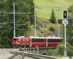 RhB/70187/die-ge-44-i-609-trifft Die Ge 4/4 I 609 trifft mit dem Bernina Express in Bergün ein.  19. September 2009